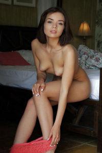 Call Girls Berlin Haus Hotel commande Isabell Jung sexy propose un strip-tease en talons hauts