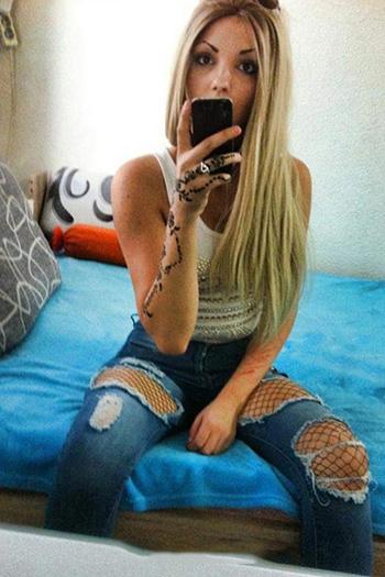 La pute d'escorte turque Berlin Damla, jeune blonde offre un service sexuel étendu