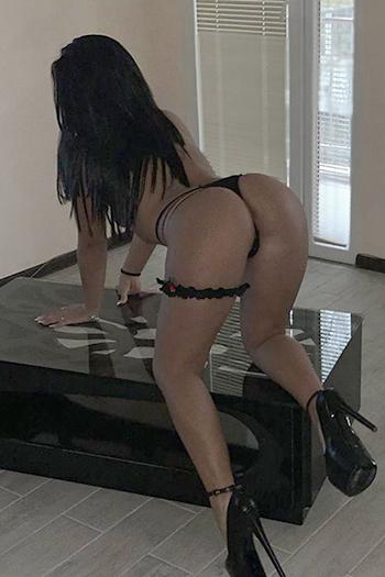 Rencontre sexuelle à Berlin avec la prostituée d'escorte Dilara aux seins fermes super service