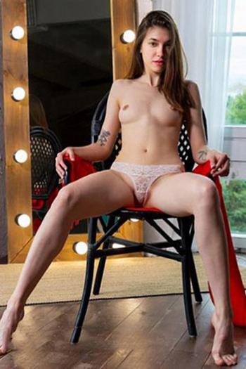 Escort Berlin Lady Amina propose un service d'escorte avec insémination du corps sexuel
