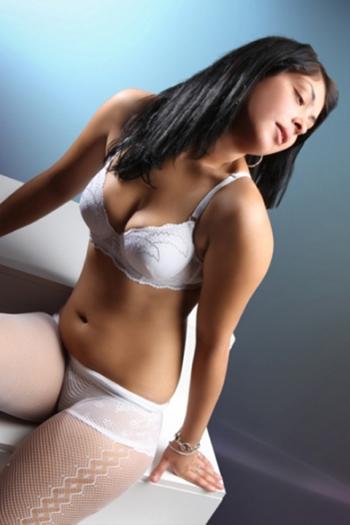 19 ans. Espagne Escort Teen Girl Flora Dream Body Sex & Service de massage érotique Berlin