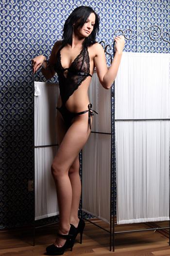 Simona modèle d'escorte débutant mince petit sexe à Berlin